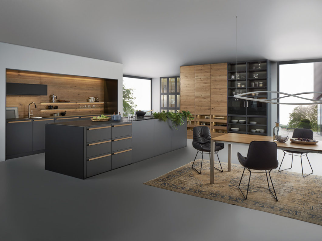 cuisine foncée moderne Leicht Wels Décoration Antibes
