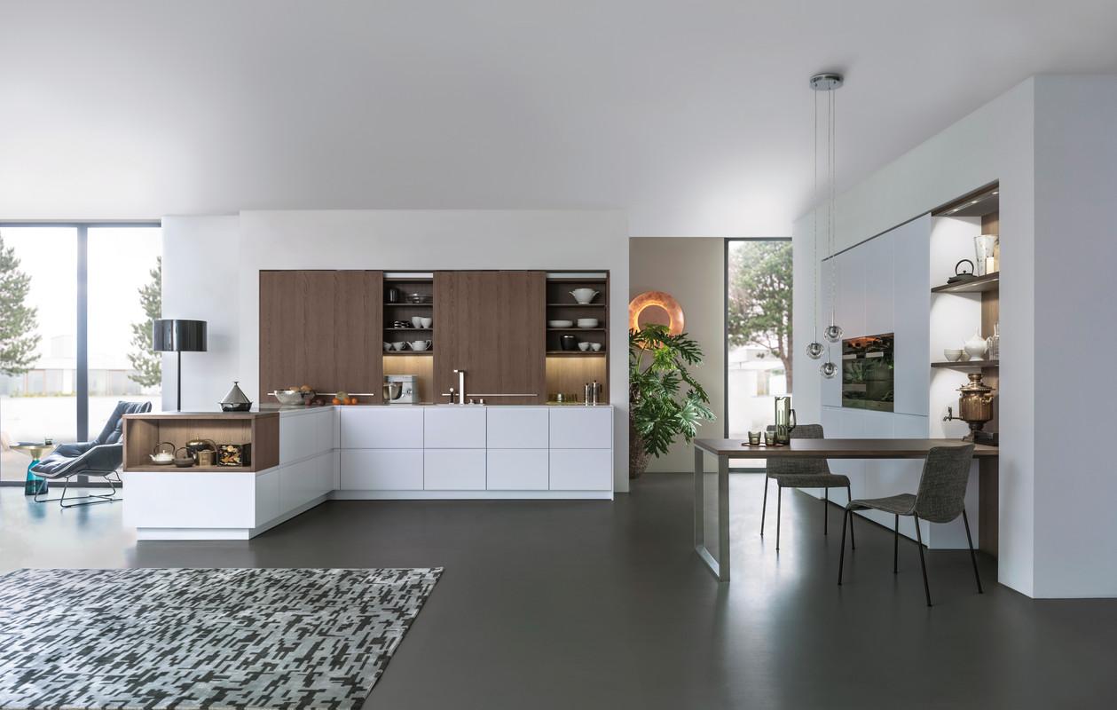 Cuisine Leicht avec meuble à façades coulissantes