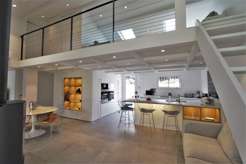 Cuisine Leicht blanc mat et bois Wels Décoration Antibes gagnant Global Kitchen Design